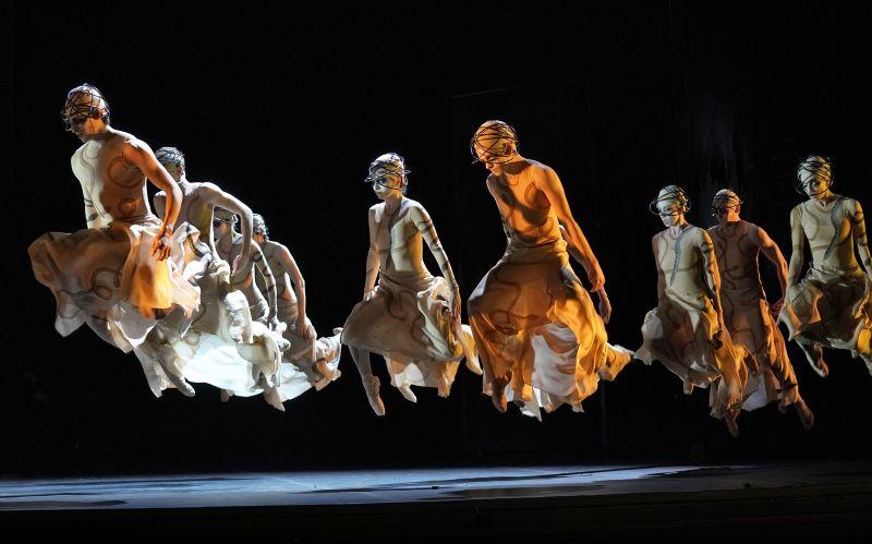 Orpheus and Eurydice in LA Opera. Photo by Ken Howard.