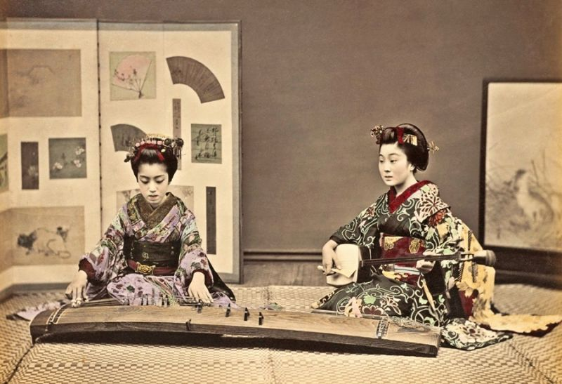 Women playing the koto and shamisen, ca. 1880s